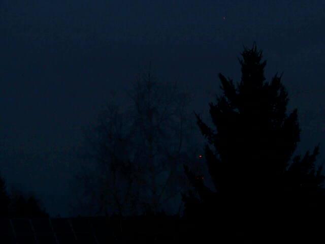 Ahegg ist ein auf 780 Metern gelegener Ortsteil von Buchenberg, 5 km westlich von Kempten. Die Webcam ist seit dem 10.05.2011 aktiv. Sinn der Sache ist es, Wetter und Stand der Vegetation in der Mitte des Allgäus zu zeigen.
